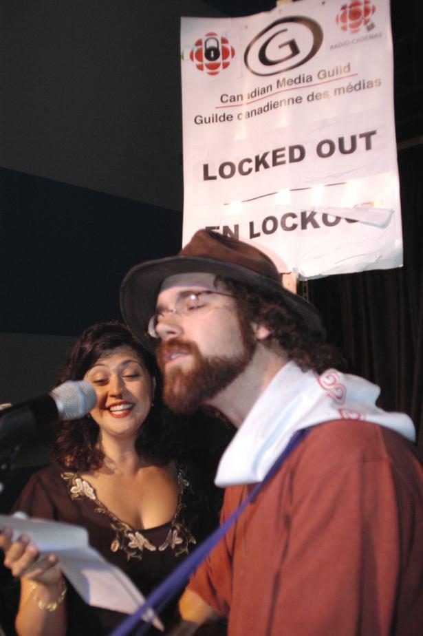Michael Munnik and Rita Celli at the Ottawa Folk Festival 2005