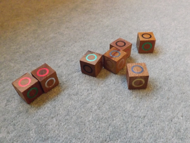 Cubes with shiny coloured rings